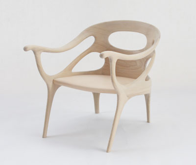 eleganta-si-senzualitate-intr-un-scaun