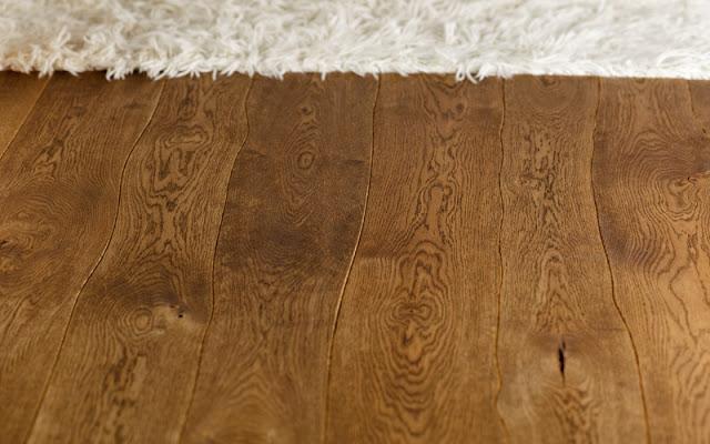 podea-de-lemn-in-linii-curbe