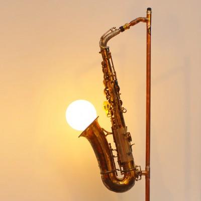saxofon-luminos-de-la-yau