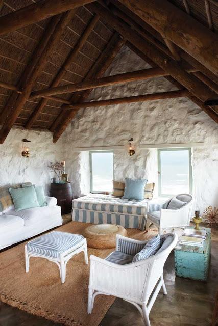 casa-de-piatra-la-malul-oceanului