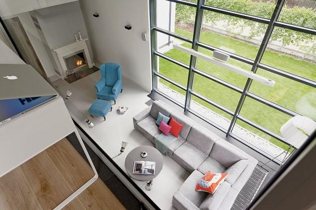 casa-prefabricata-cu-perete-de-sticla