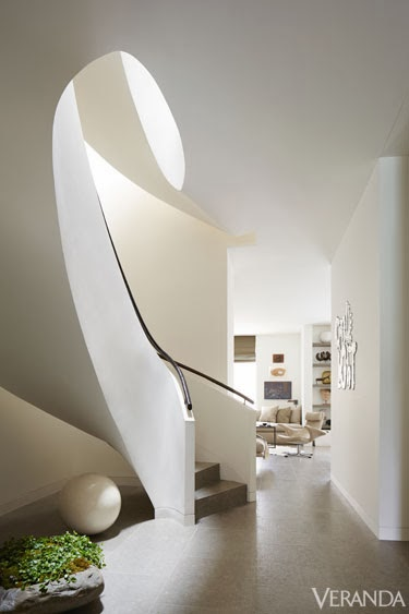 amenajari, interioare, decoratiuni, decor, design interior, culori neutre, contemporan, elegant, apartament, scara
