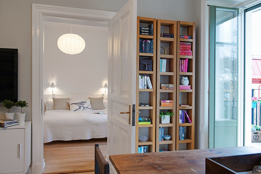 amenajari, interioare, decoratiuni, decor, design interior, apartament 2 camere, spatii mici, scandinav, culoare, living , biblioteca, dormitor