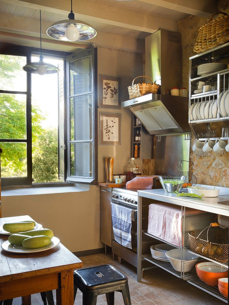 amenajari, interioare, decoratiuni, decor, design interior, stil rustic, reconversie, zid de piatra, bucatarie