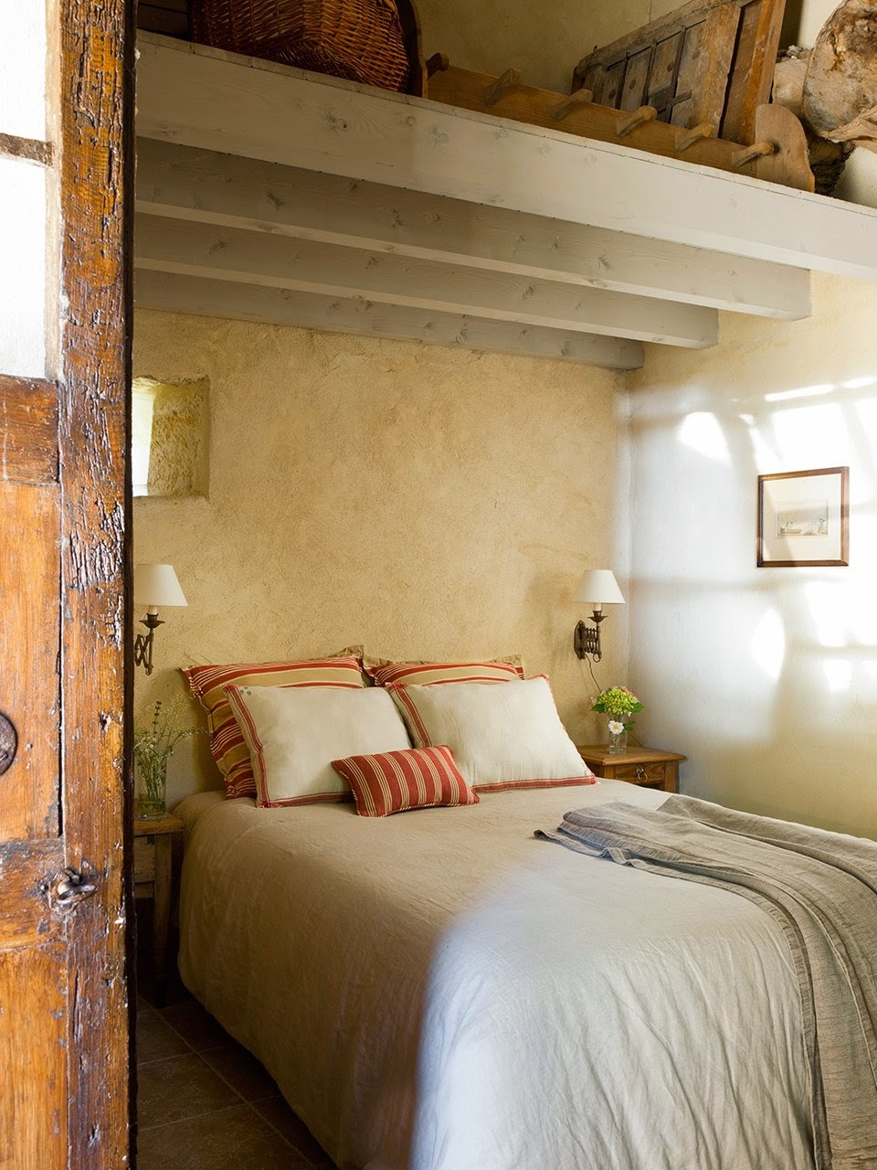 amenajari, interioare, decoratiuni, decor, design interior, stil rustic, reconversie, zid de piatra, dormitor