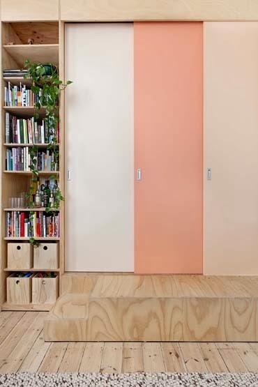 amenajari, interioare, decoratiuni, decor, design interior, apartament, amenajare cu placaj, dormitor inchis, usa glisanta