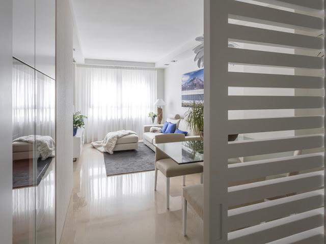 Uși glisante și tonuri neutre într-un apartament de 70 m² din Valencia