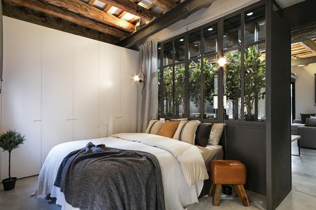 Loft de 64 m² cu grinzi de lemn și cărămidă expusă