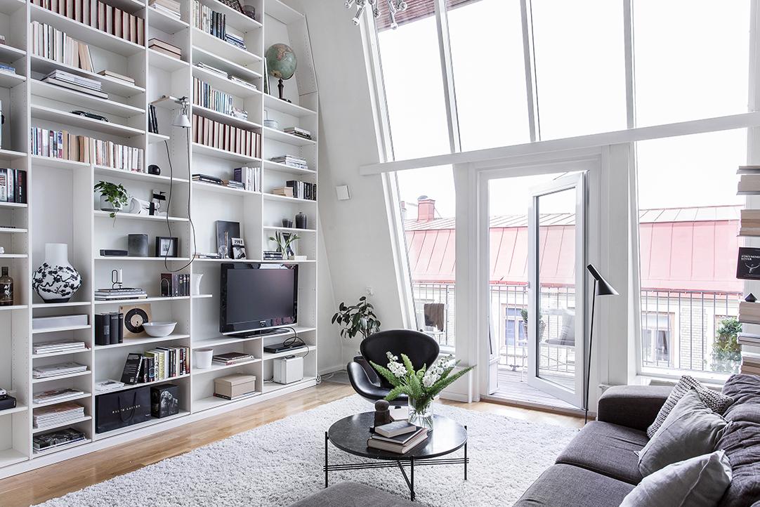 Duplex pe două nivele într-o mansardă de 96 m²