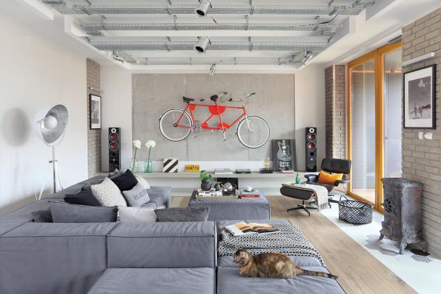 Beton și sticlă într-un loft modern cu o suprafață de 126 m²