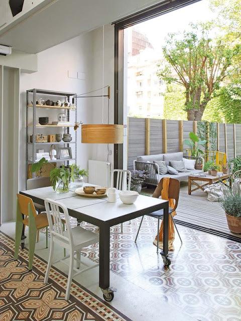 O casă modernă cu grădină interioară