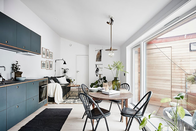 2 camere primitoare într-o mansardă de 24 m² din Göteborg
