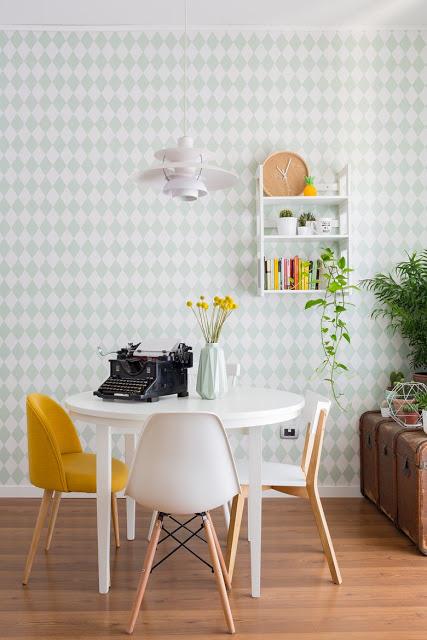 Accente retro și culori vesele în casa Valentina