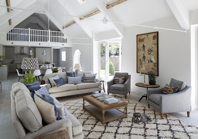 Hambar transformat într-o frumoasă casă contemporană