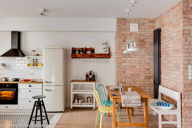 Plan deschis, accente retor și amenajare modernă într-un apartament de 80 m²