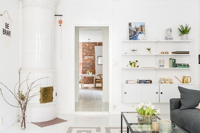 Alb, gri și minimalism scandinav într-un apartament de 74 m²