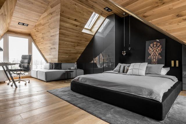 Lemn și negru într-o mansardă de 36 m² din Polonia