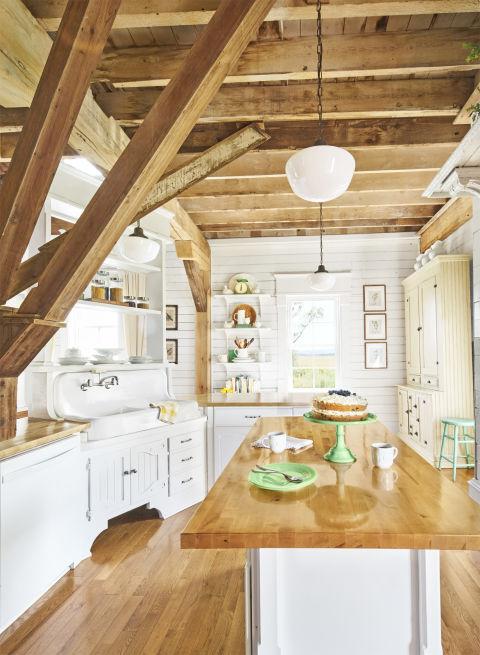 Stil rustic cu influențe shabby chic într-o casă veche de 161 ani