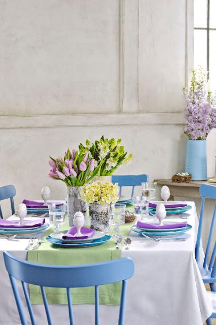 Masa de paste in albastru si mov