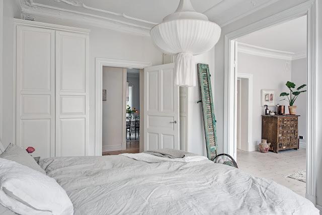 detaliu din lemn vintage in dormitor