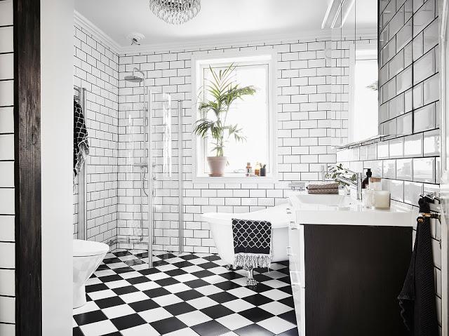 baie in alb negru