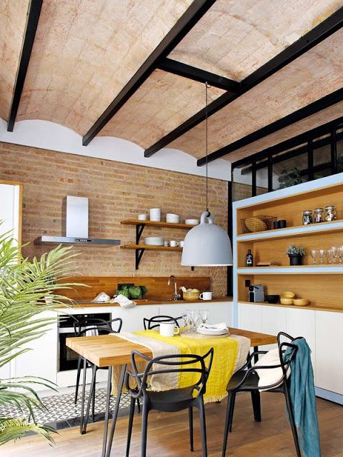 tavan arcuit din cărămidă expusă in bucătărie