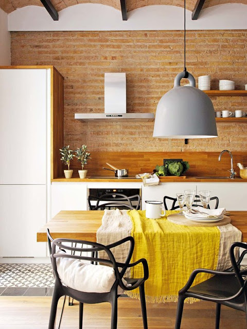 bucatarie moderna cu alb si lemn