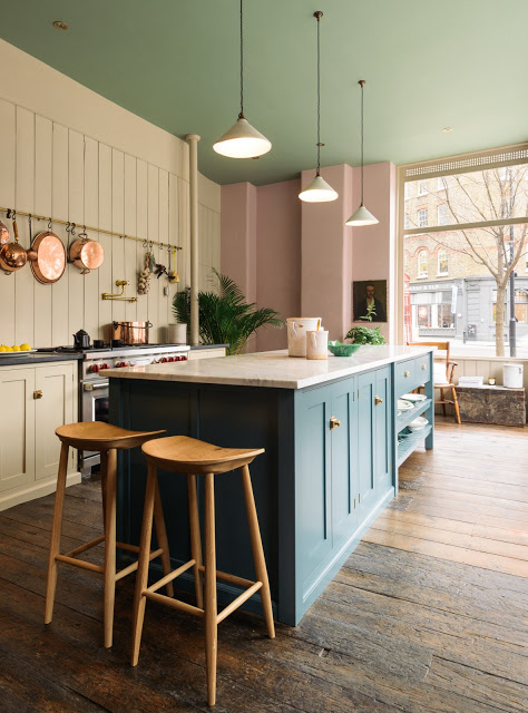 O bucătărie plină de culoare și personalitate