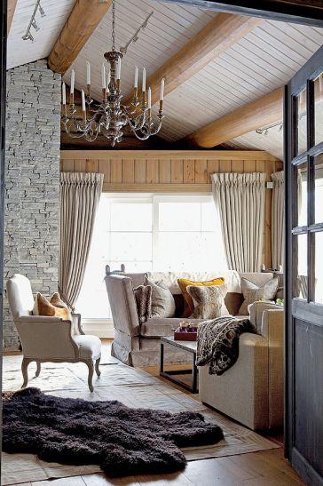 Cabană rustică decorată cu mobilier clasic în Norvegia