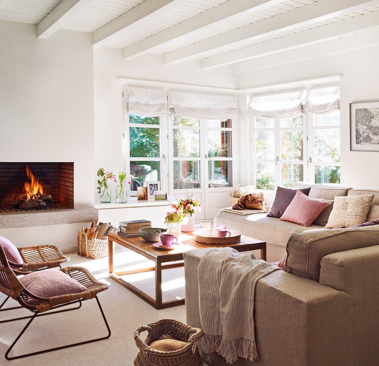 Tonuri neutre de culoare și accente pastelate într-un apartament din Vall d
