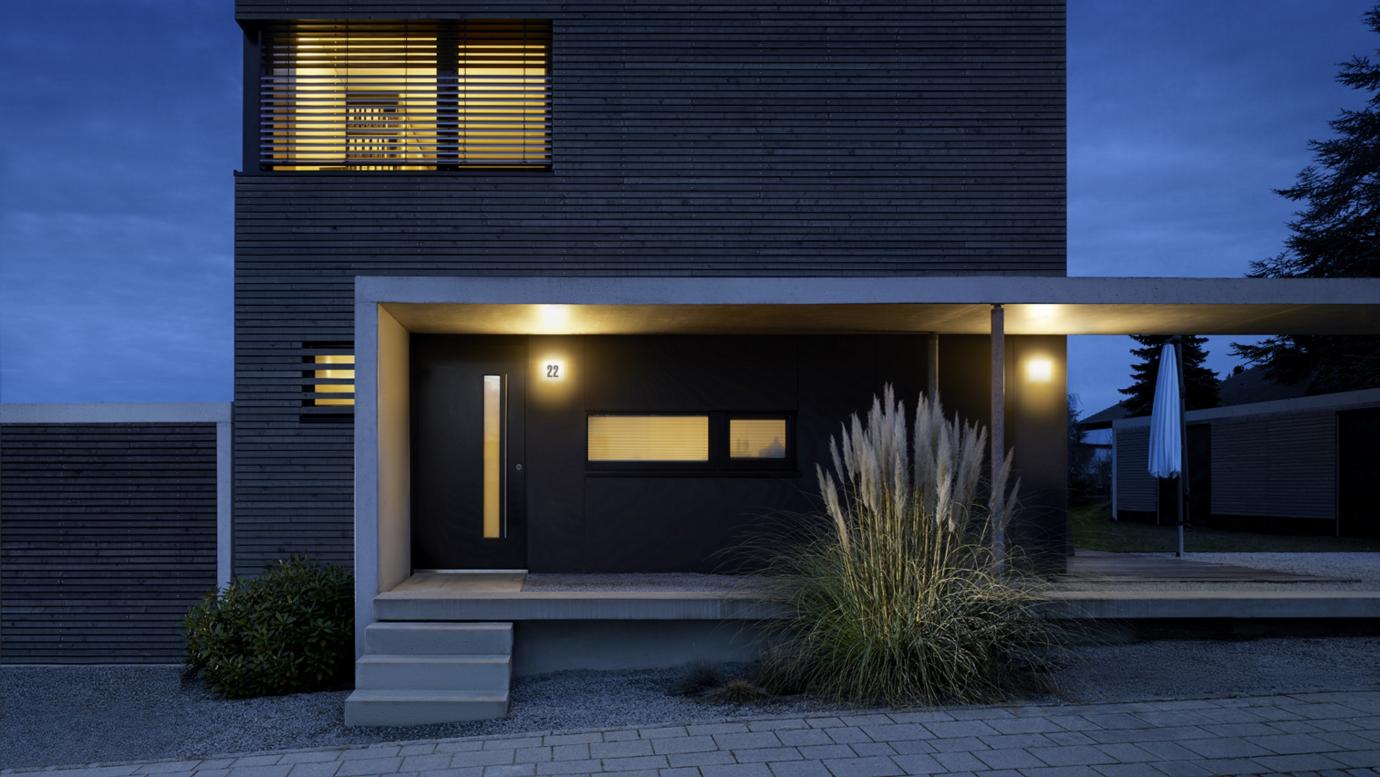 Lămpi cu senzor de mișcare pentru exterior - design și estetică funcțională