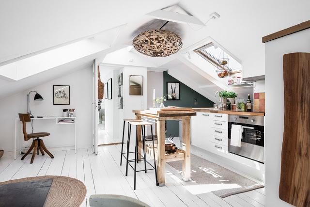 Tonuri diferite de maro într-o mansardă de 46 m² din Suedia