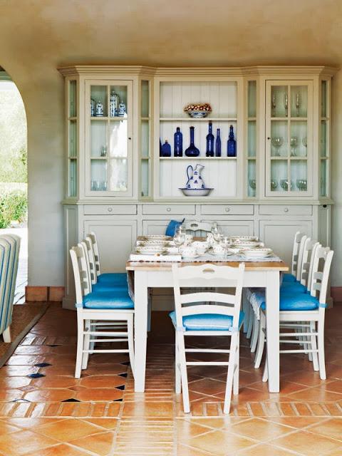 sufragerie cu accente de albastru