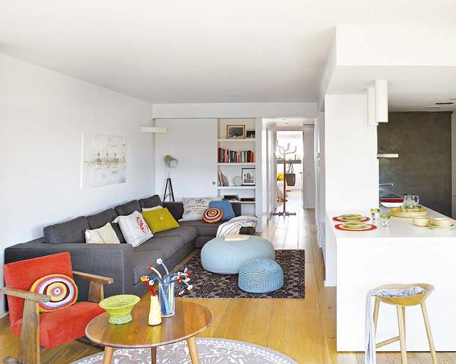 plan-deschis-culori-tari-si-piese-de-mobilier-cu-personalitate-in-amenajarea-unui-apartament-din-spania