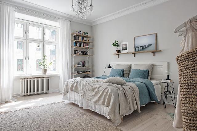 dormitor neutru cu accente de albastru