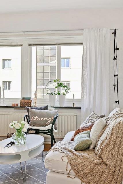 Dormitor în locul dulapului într-o garsonieră de 38 m²