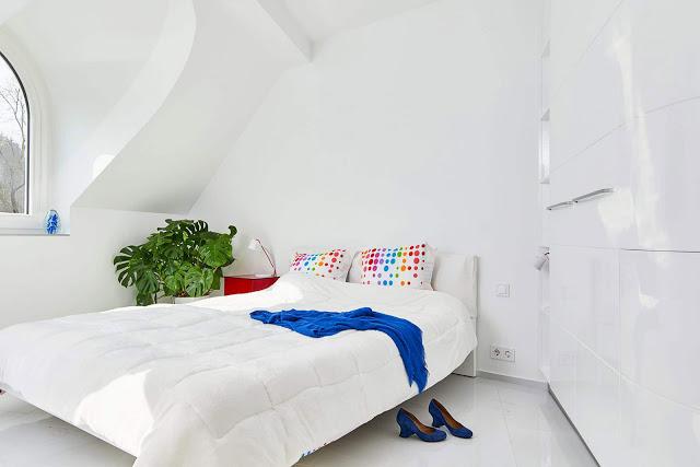 dormitor alb cu dulap alb