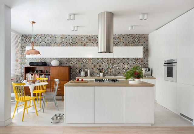 accente-vesele-de-galben-intr-un-proiect-modern-amenajare-apartament-polonia