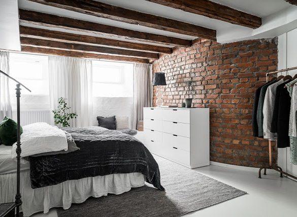 dormitorul-la-nivelul-inferior-si-bucataria-la-etaj-in-mansarda-2-niveluri-suedia
