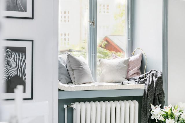 spatiu de relaxare la geam