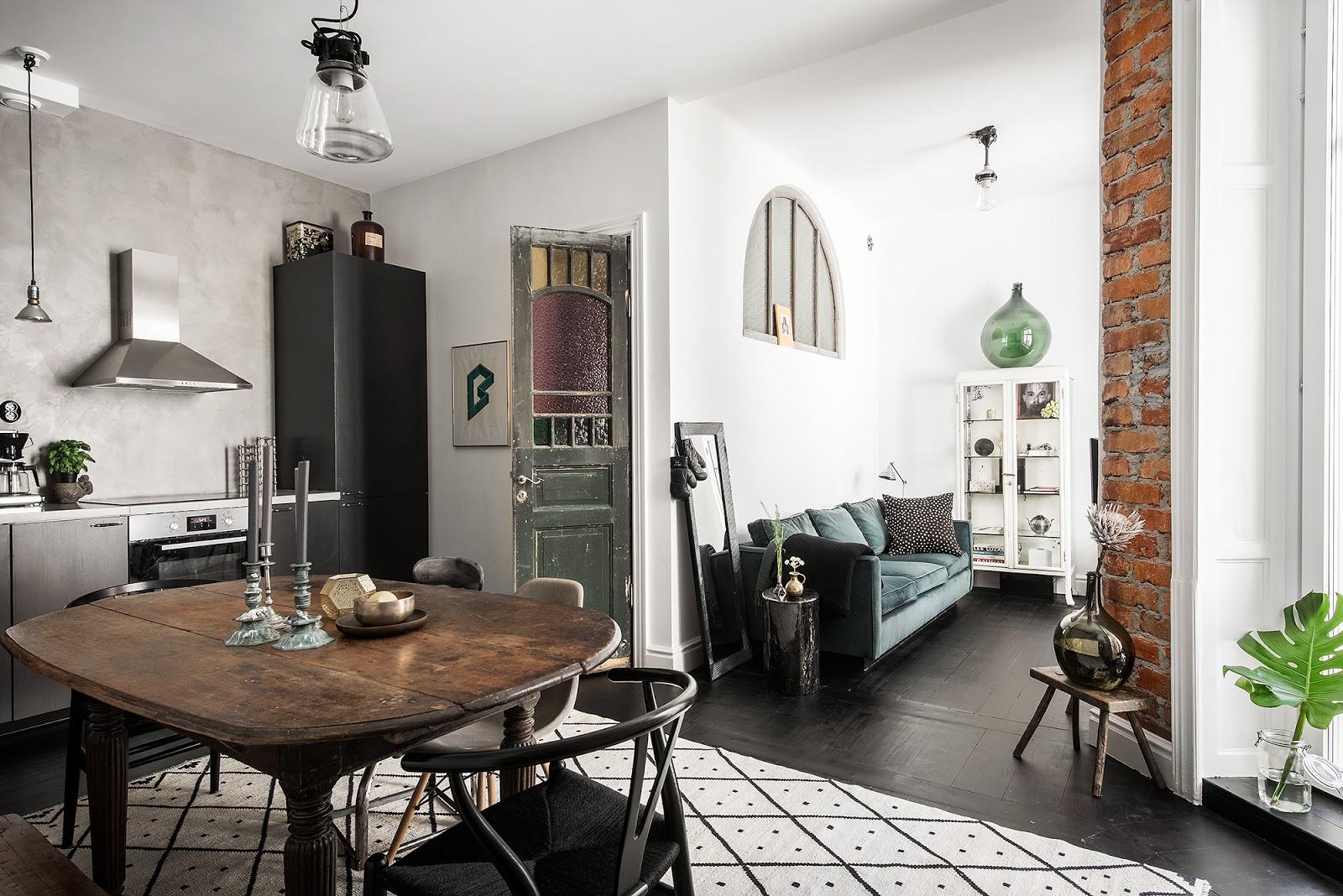 Mobilier second-hand și o amenajare eclectică pentru un apartament de numai 42 m²