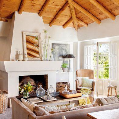 tavan-si-grinzi-din-lemn-de-castan-intr-o-casa-rustica-spania