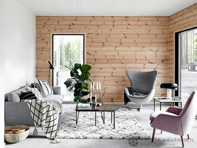 living scandinav cu perete placat cu lemn