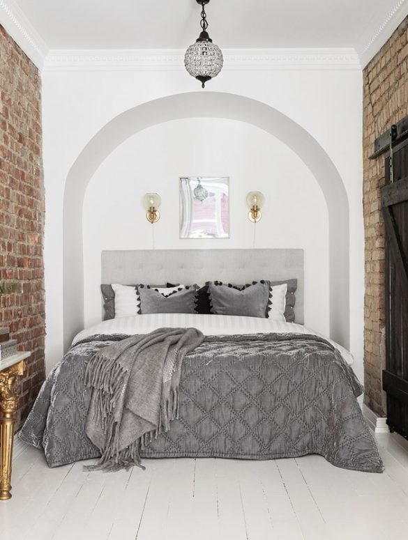 Accente clasice, cărămidă expusă și detalii aurii în amenajarea unui apartament de 57 m²
