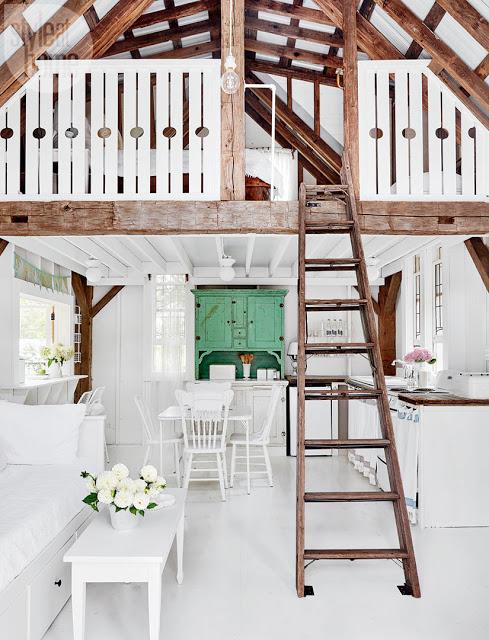 Alb imaculat și stil shabby chic într-o căsuță de vacanță de numai 37 m²