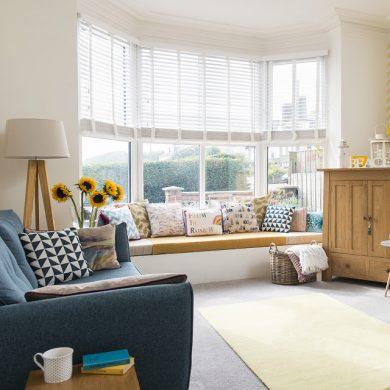 accente-vesele-de-culoare-in-amenajarea-moderna-unui-apartament-marea-britanie