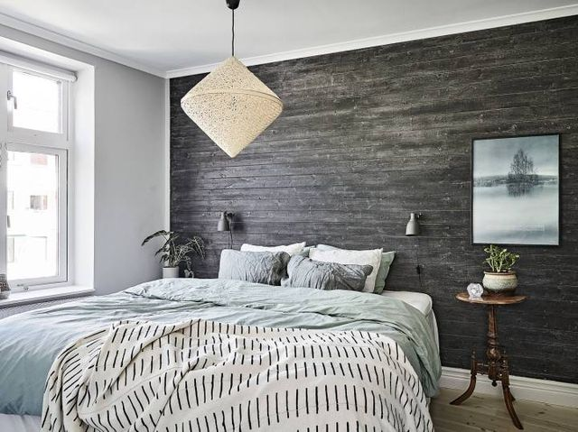 lambriu de lemn vopsit in dormitor