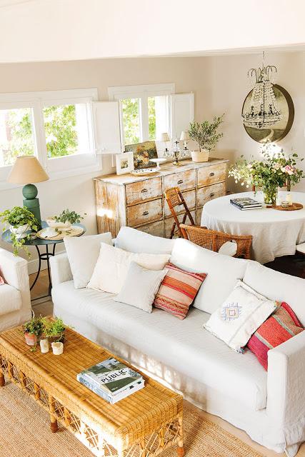 perete-sticla-glisant-intre-bucatarie-living-apartament-spania