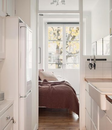 apartament-tip-vagon-si-o-frumoasa-amenajare-accente-calde-roz-prafui