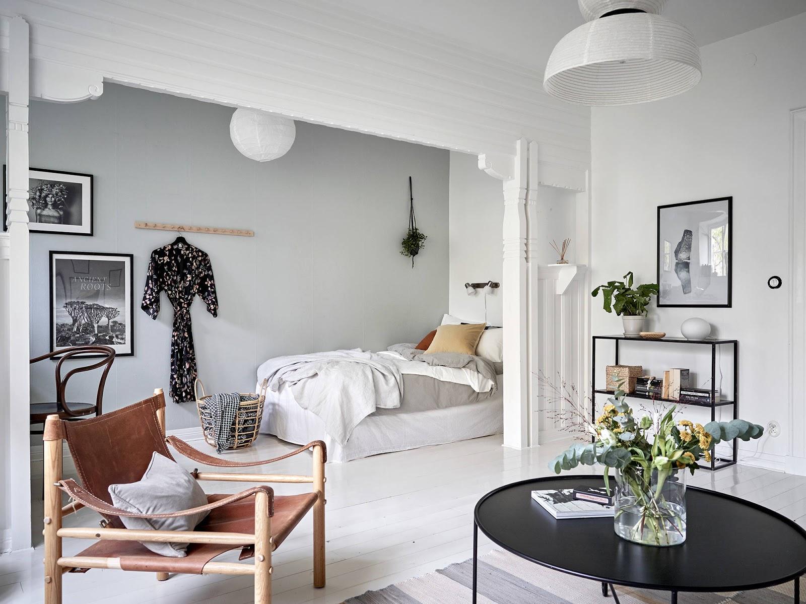 Amenajare feminină într-un apartament de 43 m² cu dormitor deschis către living